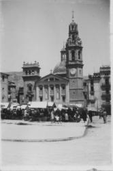 Spain square on market day. Municipal Archives of Alcoy